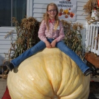 giant-pumpkin-girl