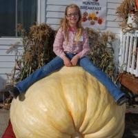 giant-pumpkin-girl